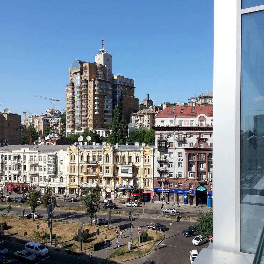 Blick von der Terrasse des Gulliver Shopping Center auf die Baseina Street