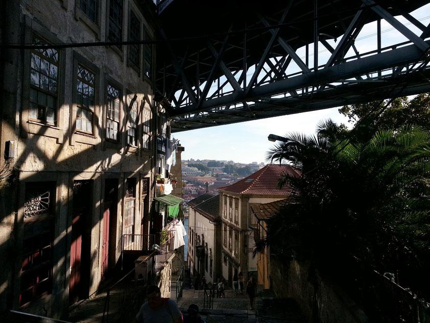 Escada dos Guindais unter der Ponte Luís I