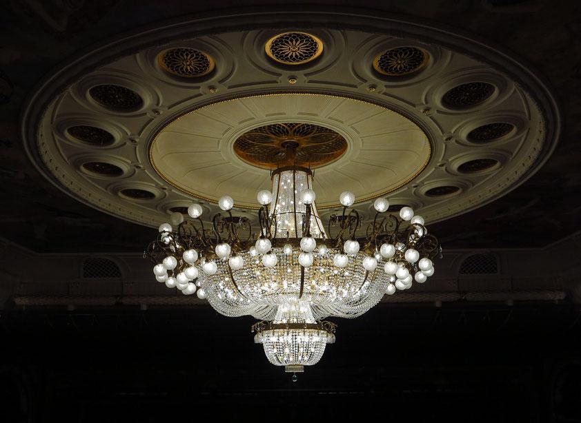 Bolshoi-Theater, New Stage. Deckenleuchter im Zuschauerraum