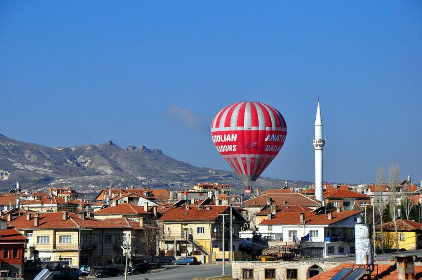 Ortahisar am frühen Morgen, bevorzugte Zeit für die aufsteigenden Heißluftballons