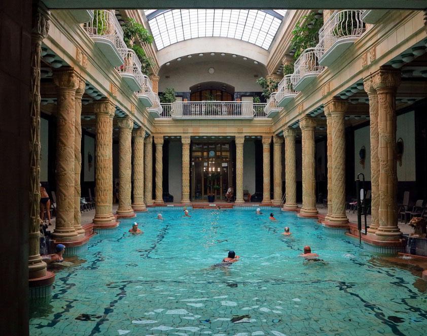 Das im Jugendstil gebaute Gellért-Bad ist das berühmteste Bad Budapests, 1918 als Teil des Hotels Gellért eröffnet