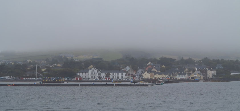 Blick nach Knight's Town auf Valentia Island. Die Insel war östlicher Endpunkt des ersten Transatlantikkabels, welches 1857 zuerst verlegt, ab 1866 funktionstüchtig neu verlegt und dann bis 1966 benutzt wurde.