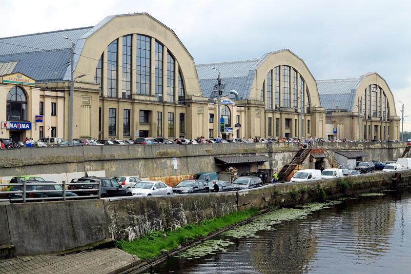 Rigaer Zentralmarkt, eröffnet 1930, einer der größten Märkte Europas (72 000 qm), mit fünf Hallen und Freifläche