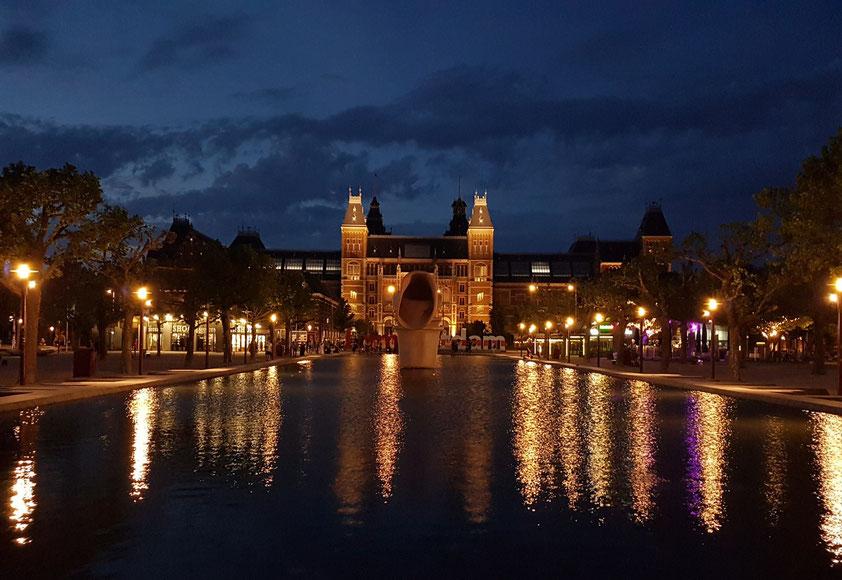 Rijksmuseum bei Nacht
