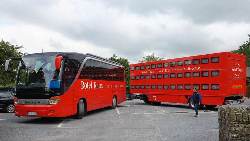 Das Rotel-Gespann auf dem Parkplatz von Jerpoint Abbey