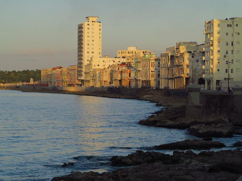 Der Malecón in der Abendsonne