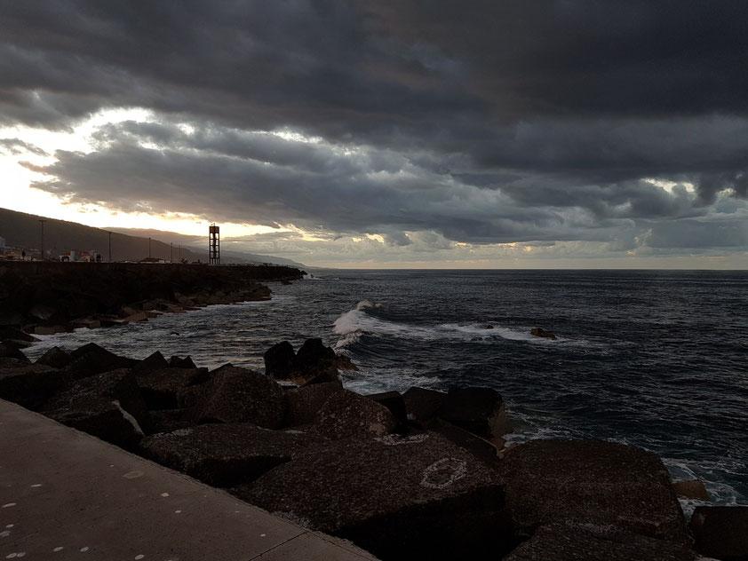 Blick von der Muelle del Puerto de La Cruz nach Westen