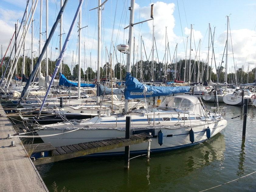 Segelyacht HELLA im Yachthafen Makkum