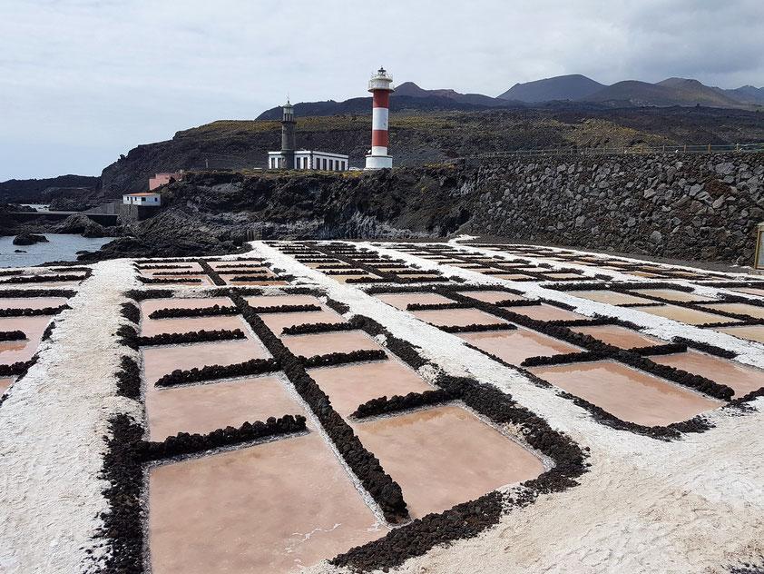 Ein Teil der Saline mit altem und neuem Leuchtturm