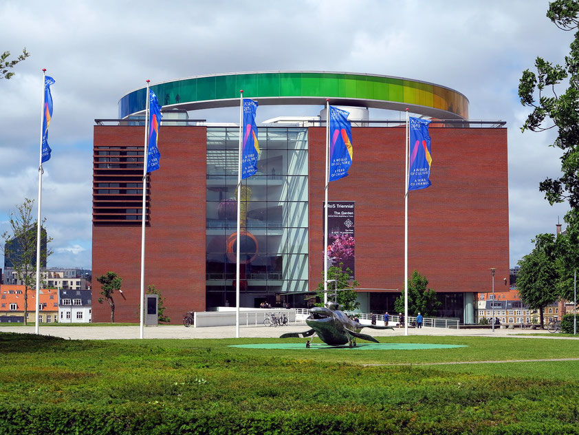 Das ARoS Aarhus Kunstmuseum ist ein vom lokalen Architekturbüro Schmidt, Hammer & Lassen entworfenes Kunstmuseum.