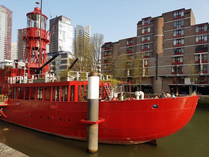 Ehemaliges Feuerschiff mit Gastronomie im Wijnhaven (vessel11.nl)