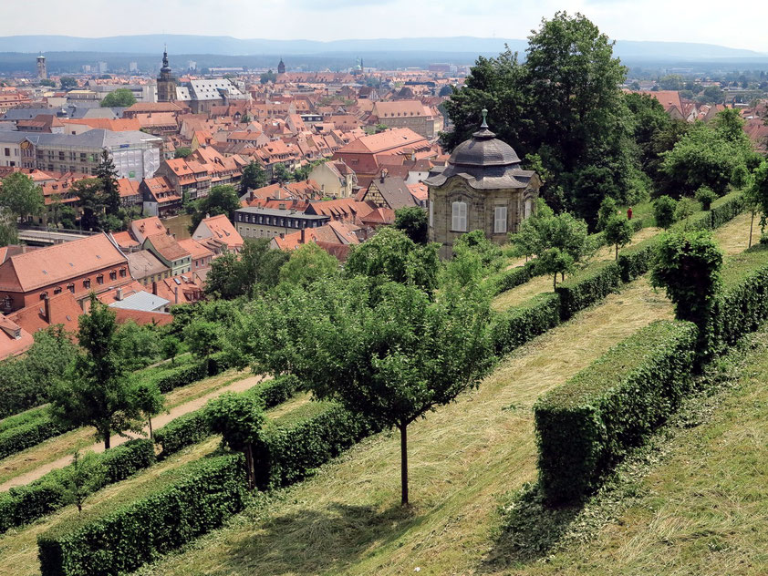 Blick vom Benediktinerweg am Michaelsberg auf Bamberg