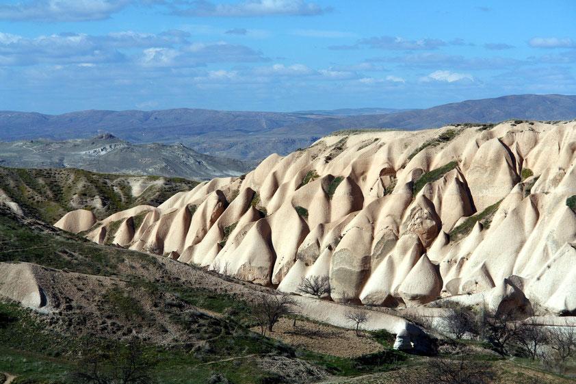 Erosionsformen im vulkanischen Tuffgestein bei Uçhisar
