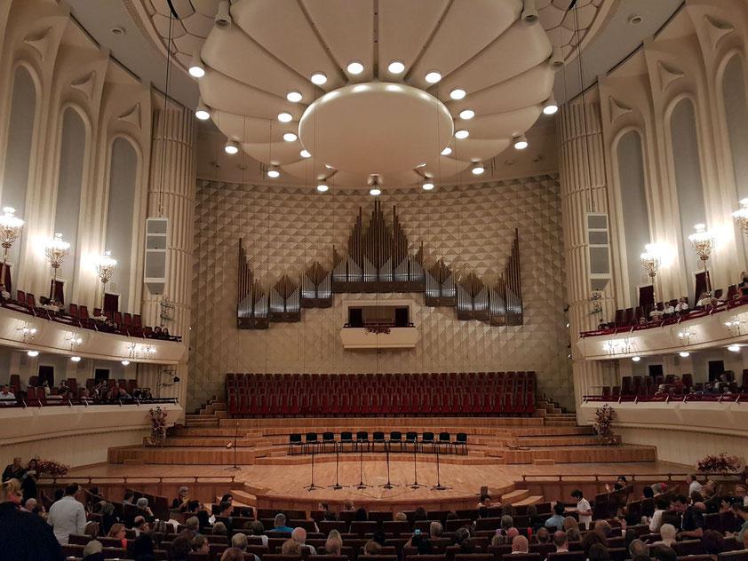 Konzertsaal im Kakhidze Music Center. Die Konzertorgel von 2010 stammt vom deutschen Erfinder und Unternehmer Ewald Kienle.