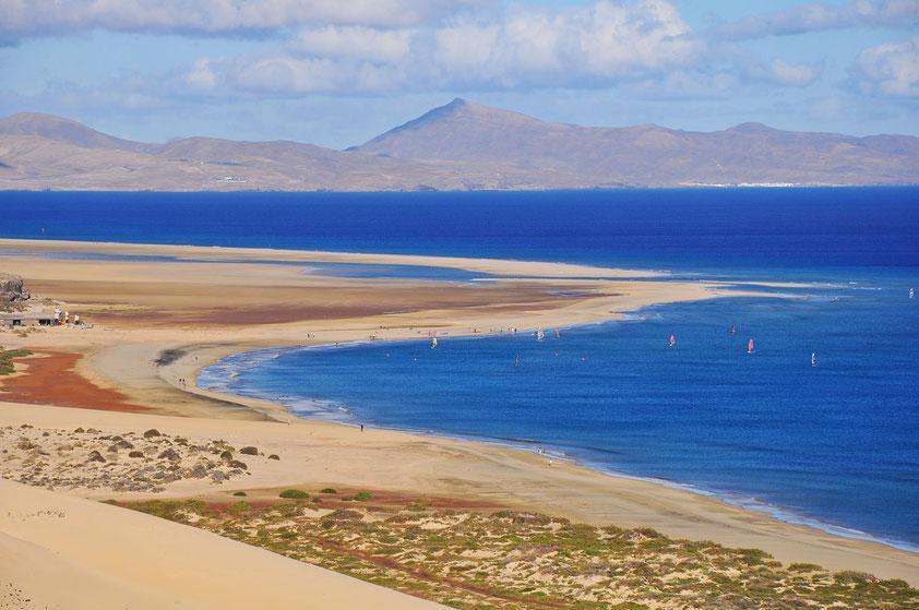 Blick von der Aussichtsplattform des Mirador del Salmo nach NE auf die Playa de Sotavento