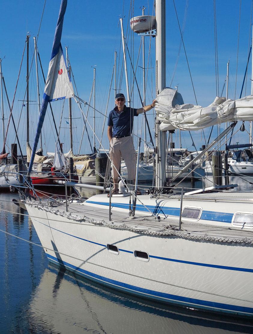 Wo fühlt sich ein Skipper am wohlsten? Natürlich an Bord seiner HELLA.