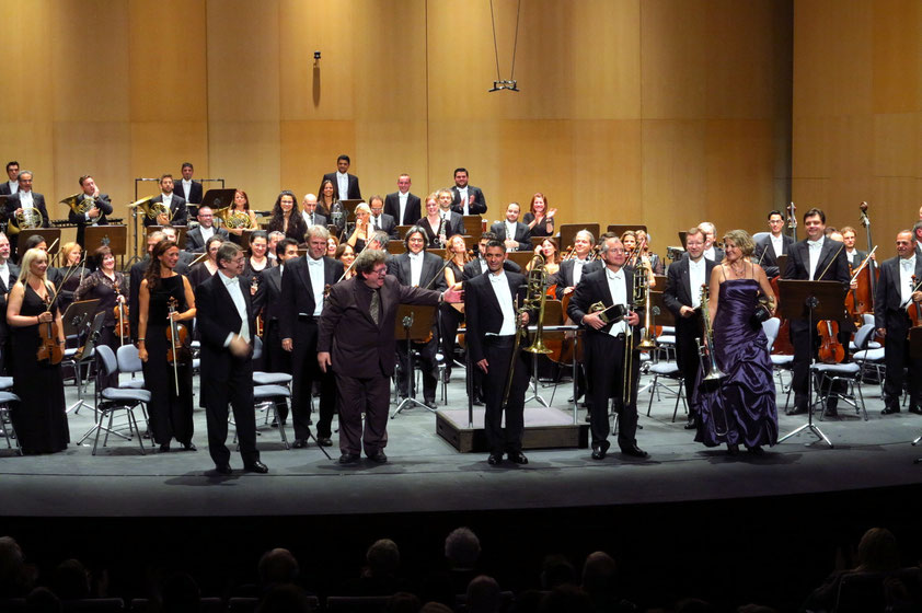 Applaus für den Komponisten Eric Ewazen und sein Triple Concerto für drei Posaunen. Premiere mit dem Orquesta Sinfónica  de Tenerife.