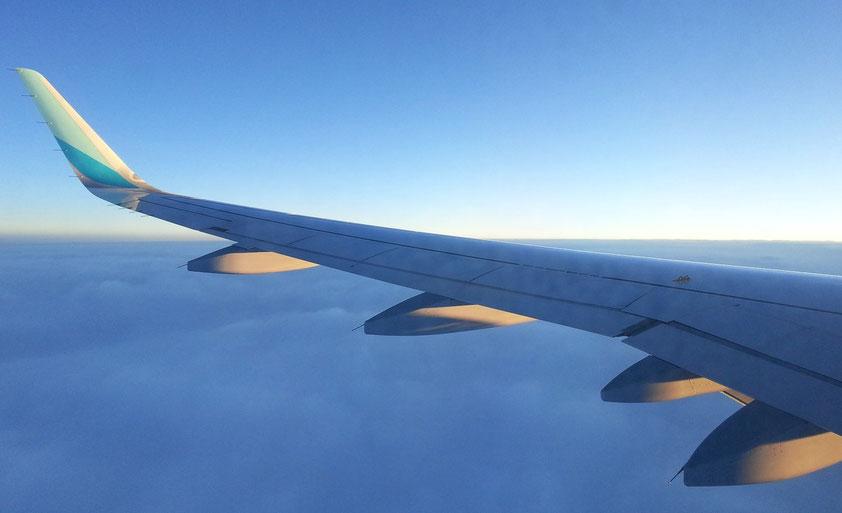 Flug nach Warschau mit Airbus 320 bei aufgehender Sonne