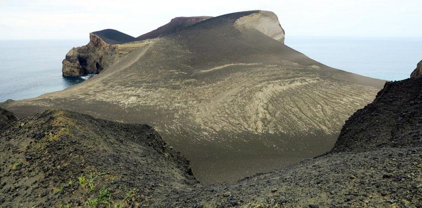 Vulcão dos Capelinhos auf der Insel Faial, Ausbruch am 27. 9. 1957 auf offener See, Vereinigung mit der Insel Faial am 12. 11. 1957