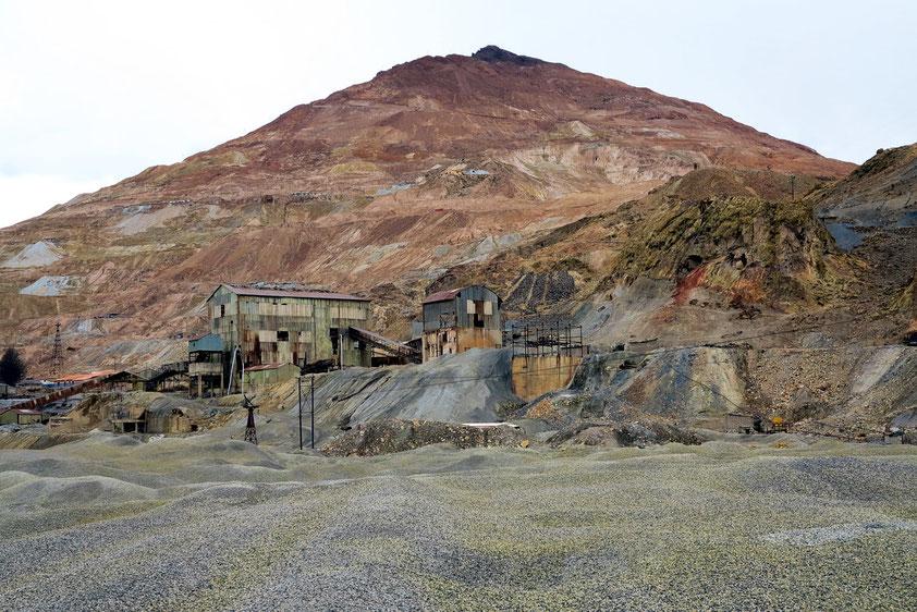 Cerro Rico (reicher Berg), dessen Silberreichtum Potosí im frühen 17. Jh. zu einer der größten Städte der Welt machte