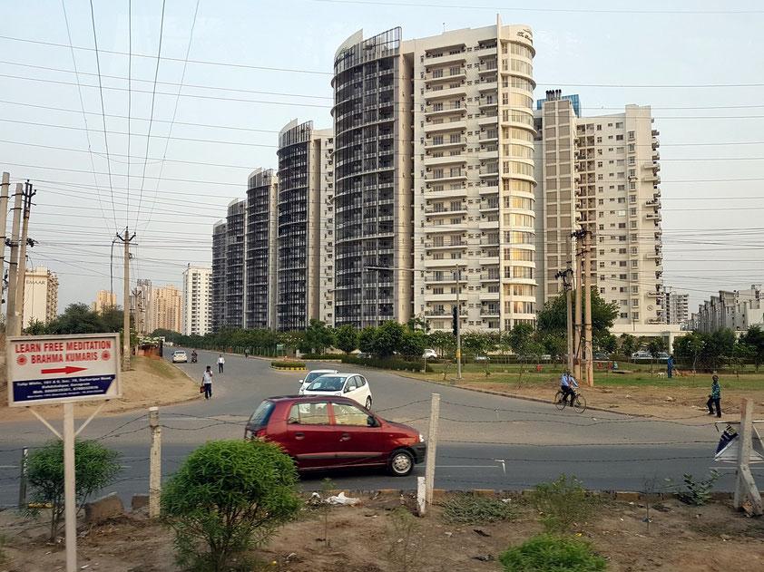 Wohnungsbau an der Rajehs Pilot Road in Gurugram (Haryana)