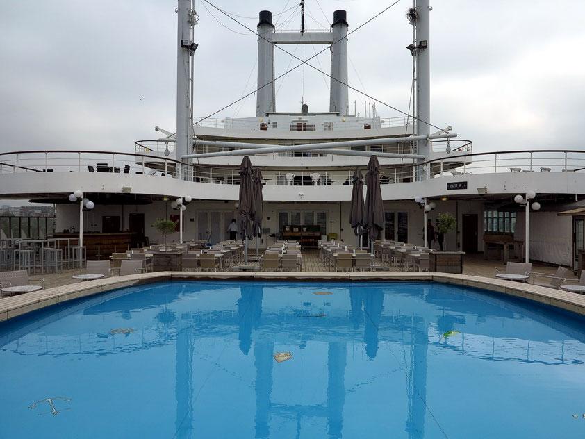 SS Rotterdam. Swimmingpool auf dem Achterdeck