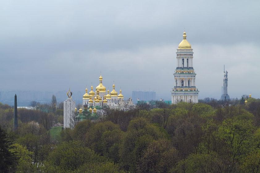 Blick aus dem Hotel Salute (Zimmer 607 im 6. Stockwerk) nach SSE zum Himmelfahrtkloster mit Kathedrale und Glockenturm