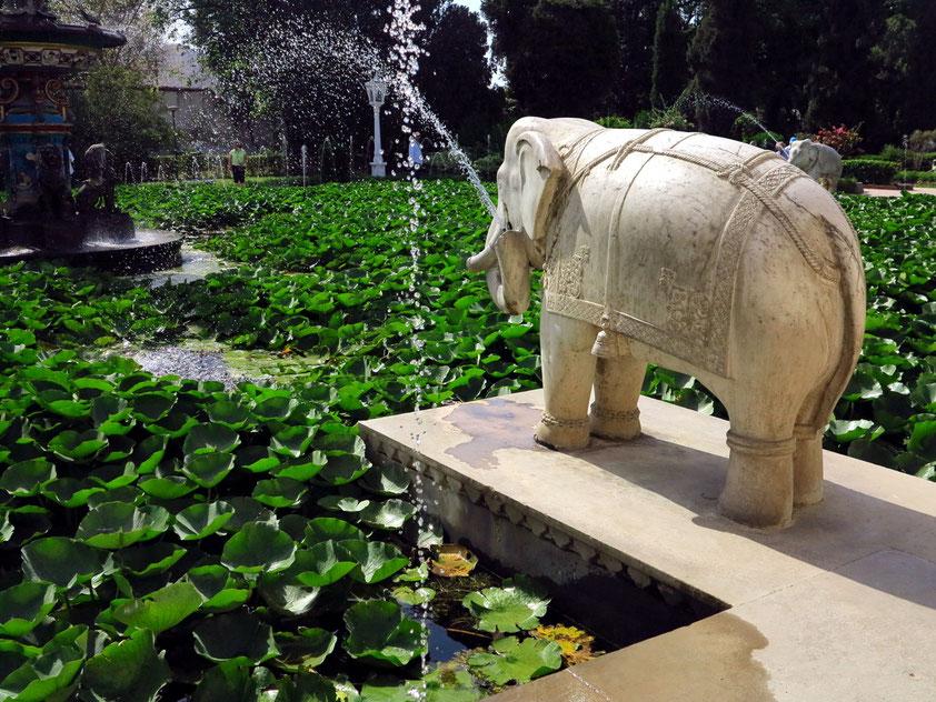 """Saheliyon Ki Bari (""""Garten der Jungfrauen""""), Elefantenbrunnen und Lotusteich"""