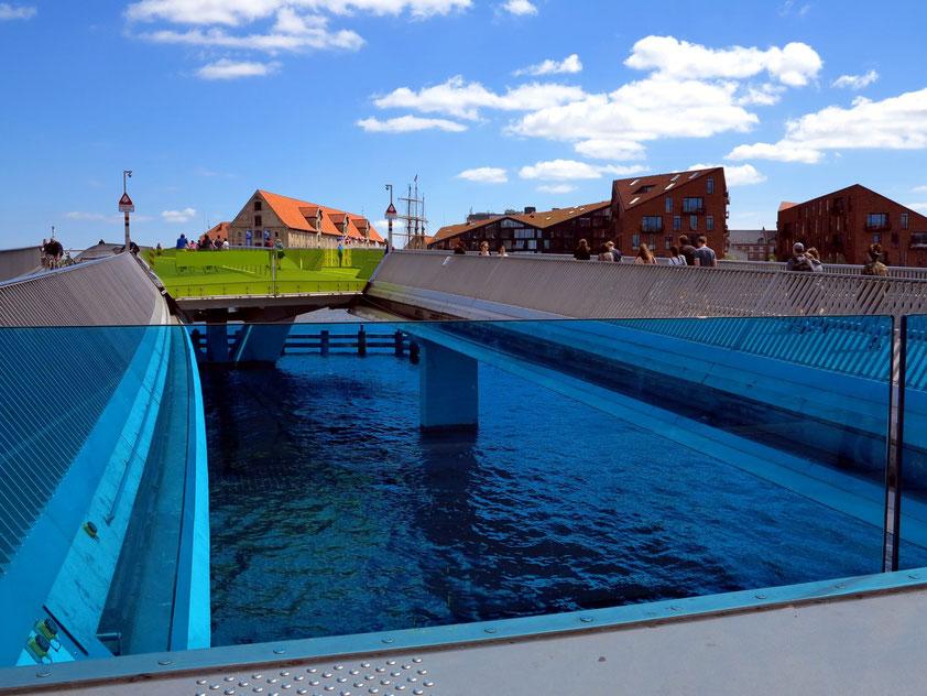 Kopenhagen. Brücke Inderhavnsbroen beim Neuen Schauspielhaus