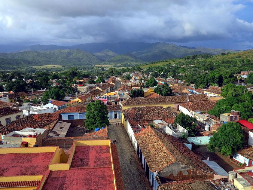 Trinidad, Convento de San Francisco de Asís, Blick vom Glockenturm nach Norden zum Parque Natural Topes de Collantes