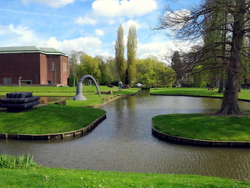 Museumspark, links Museum Boijmans van Beuningen (1928 bis 1935 nach Plänen des Architekten Ad van der Steur errichtet)
