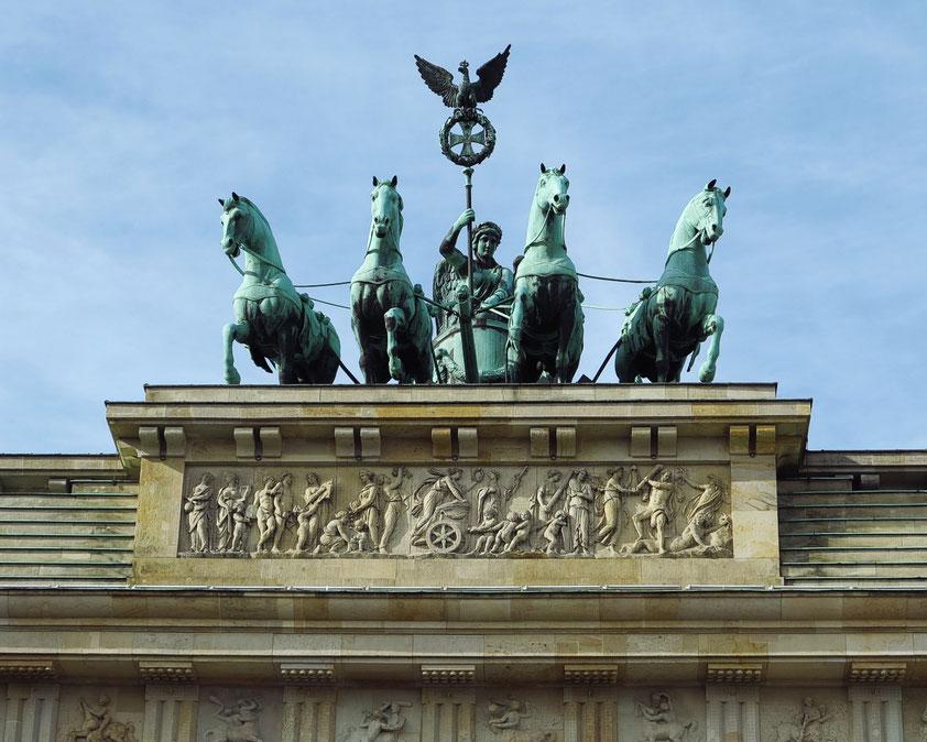 Quadriga (Vierergespann) auf dem Brandenburger Tor von Johann Gottfried Schadow 1793, ausgeführt von dem Kupferschmied Emanuel Jury