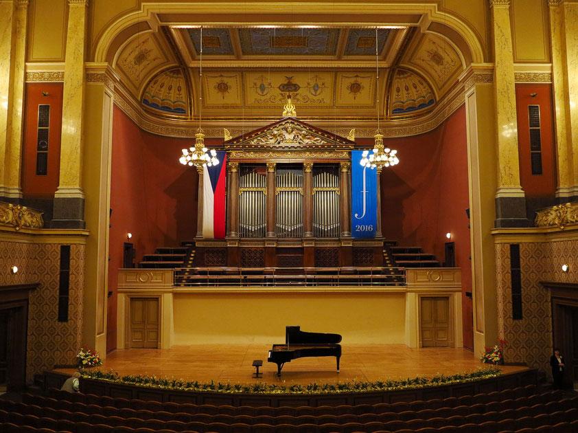 Dvorak-Saal mit Konzertflügel