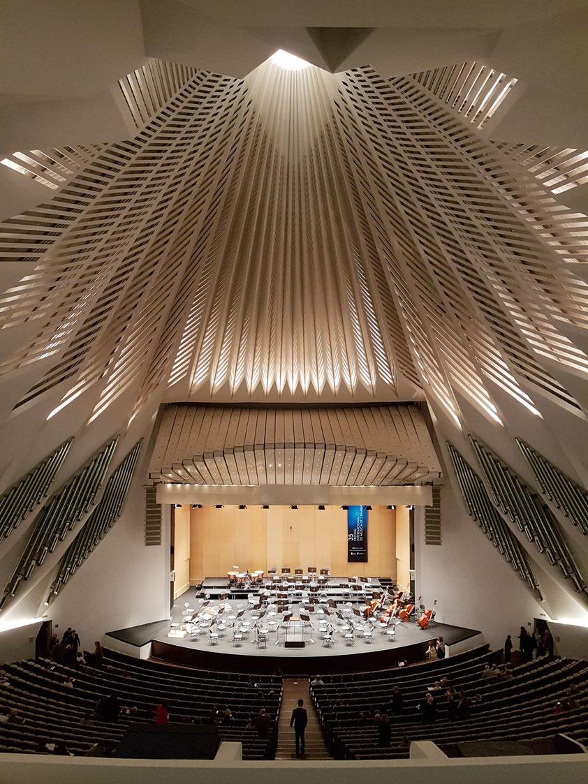Großer Zuschauerraum und Konzertbühne des Auditorio de Tenerife, Blancafort-Orgel von 2005, 1 658 Zuschauerplätze
