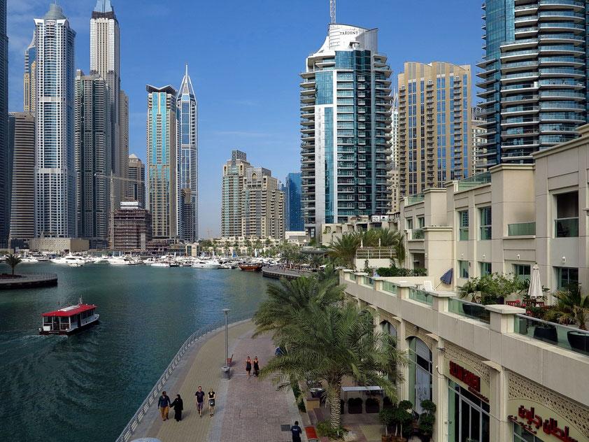 Dubai Marina, rechts Marina Hotel Apartments