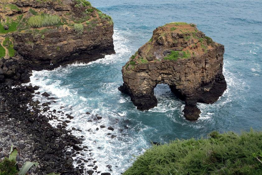 Playa de Los Roques mit Naturbrücke