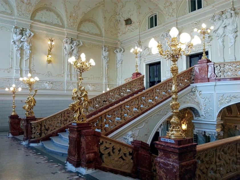 Seitliches Treppenhaus im Rokoko-Stil