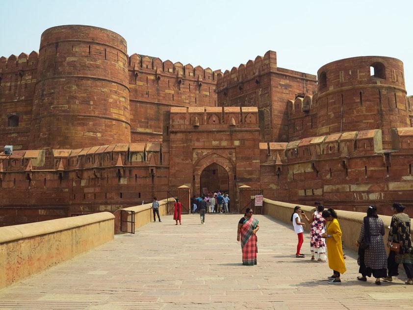 Eingangstor (Amar Singh Gate) des Roten Forts in Agra