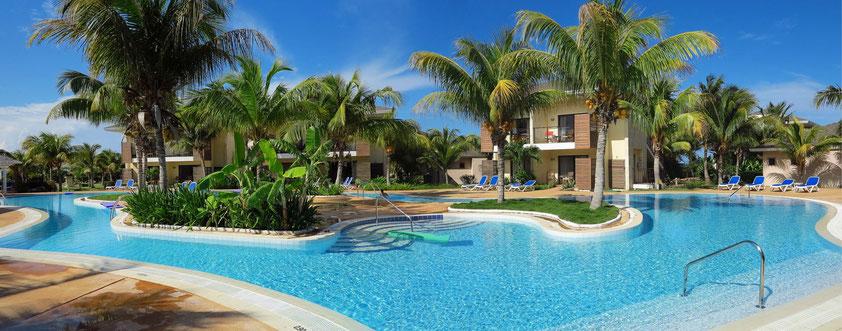 Eine der beiden Pool-Landschaften in der Hotelanlage