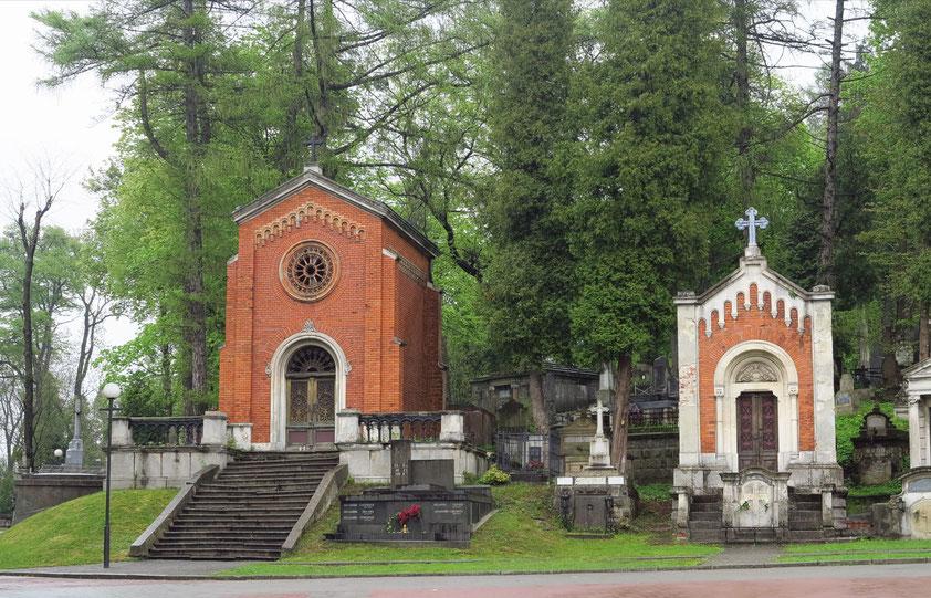 Lytschakiwski-Friedhof mit pompösen Mausoleen und rührenden trauernden Grabskulpturen