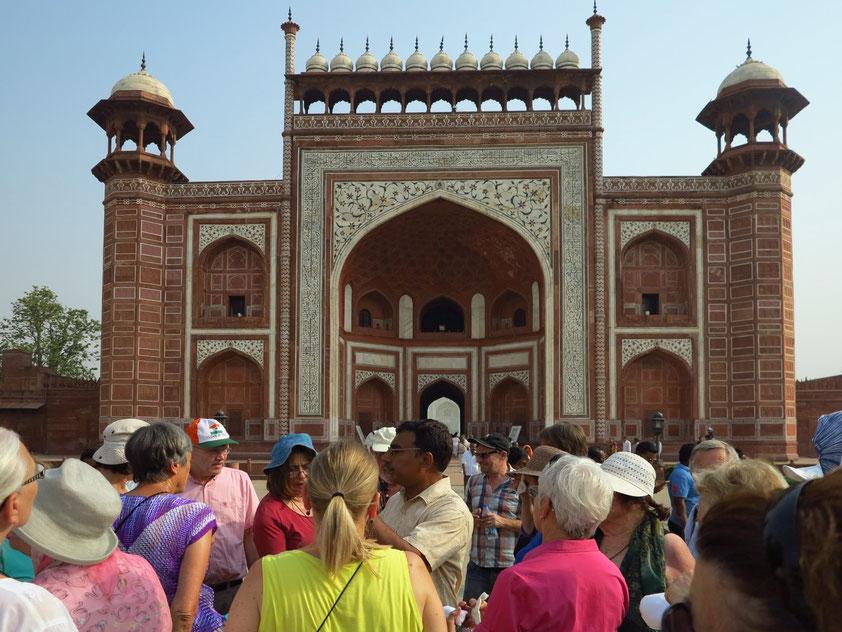 Eingangstor zum Komplex Taj Mahal
