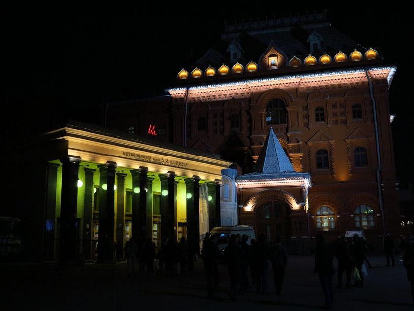 Eingang zur Metrostation Plošćad' Revoljucii
