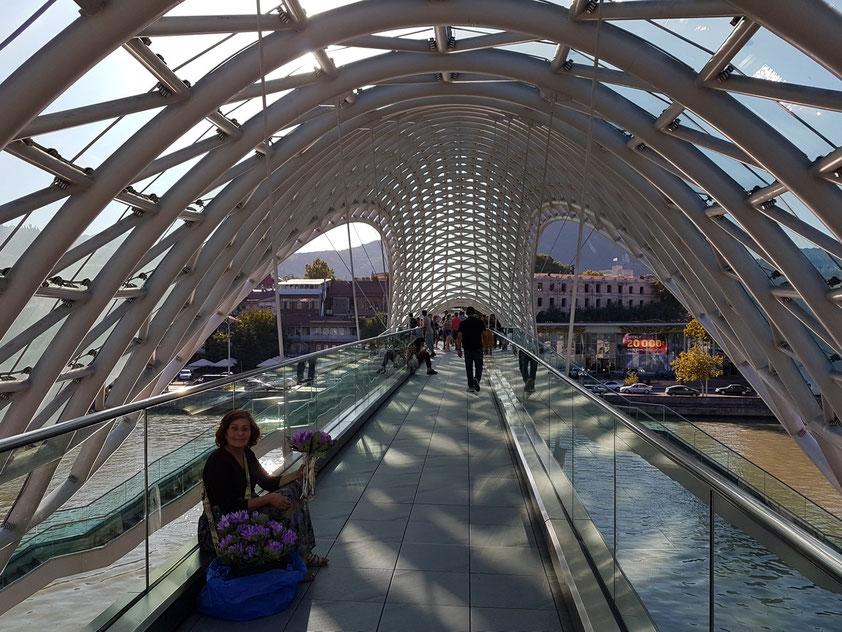 Friedensbrücke mit Blick nach Westen (Architekt: Michele De Lucchi)