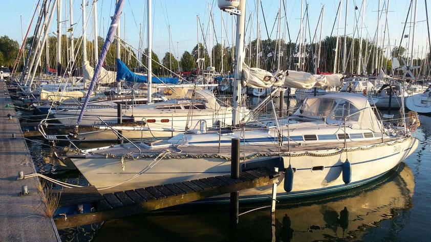 Ankunft und Liegeplatz der HELLA im Heimatyachthafen Makkum