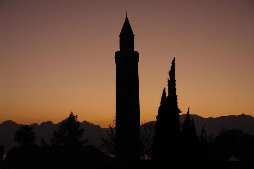 Antalya, Minarett der Yivli-Minare-Moschee bei Sonnenuntergang
