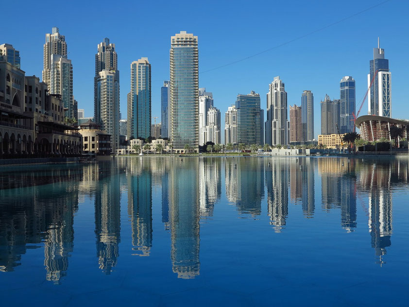 Dubai Skyline, rechts die neue Dubai Opera