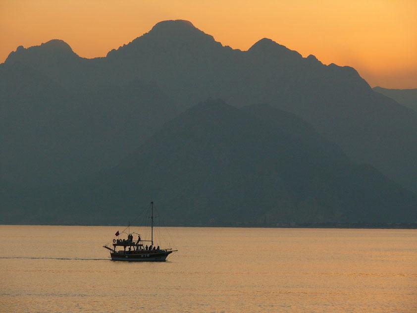 Sonnenuntergang bei Antalya, Blick zur Küste bei Kemer