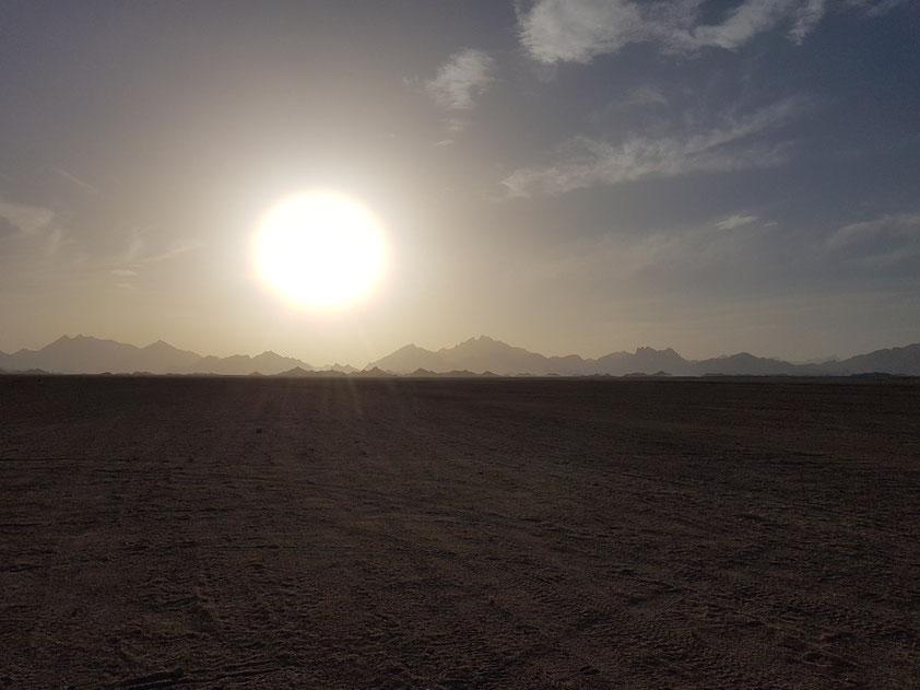 Arabische Wüste von Ägypten in der Nachmittagssonne