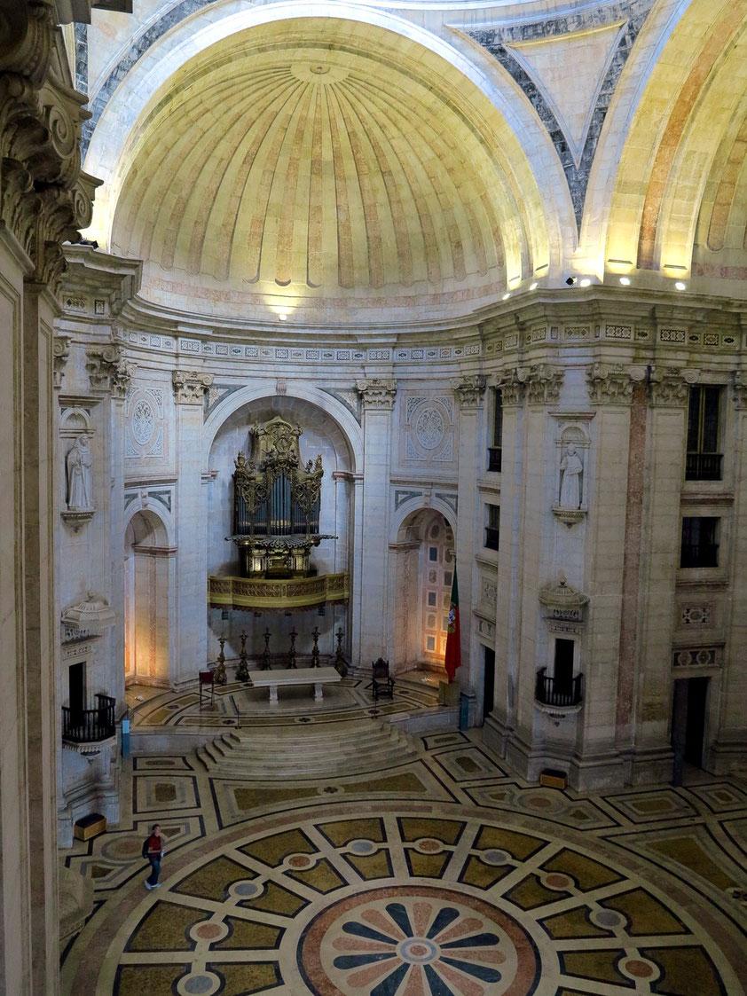 Innenraum der Barockkirche Igreja de Santa Engrácia, seit 1966 Nationales Pantheon (Panteão Nacional)