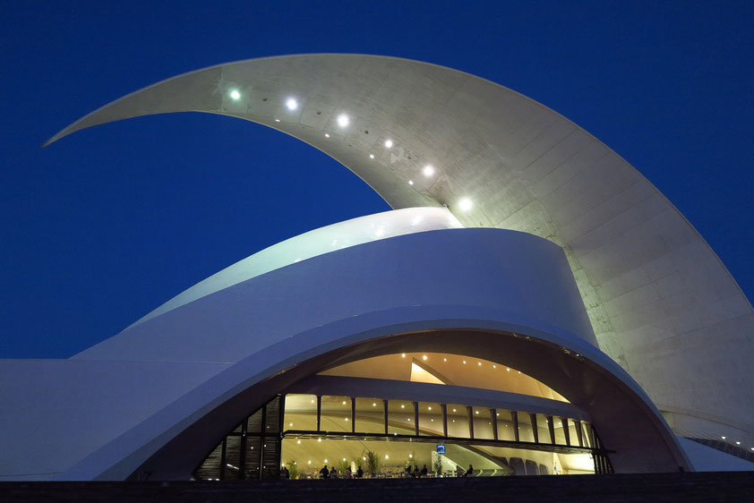 Auditorio de Tenerife in Santa Cruz (Architekt: Santiago Calatrava) am 27. 02. 2014, vor Beginn des Konzertes